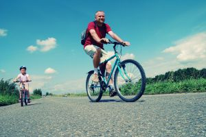 family-bike-trip-1068543-m